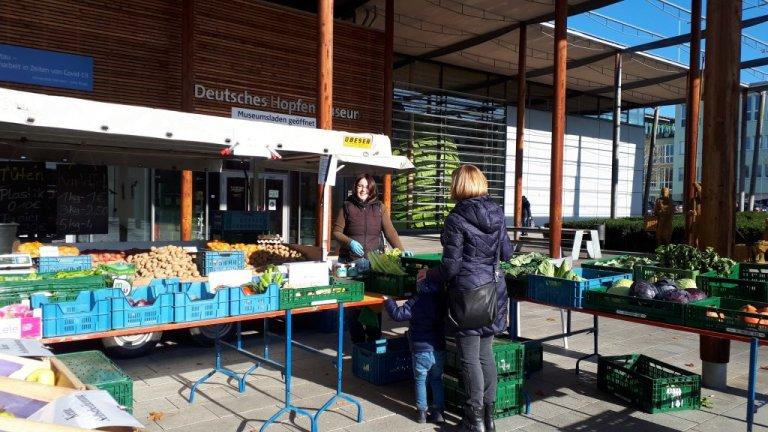 Grossansicht in neuem Fenster: Marktstand Gemüse Maier