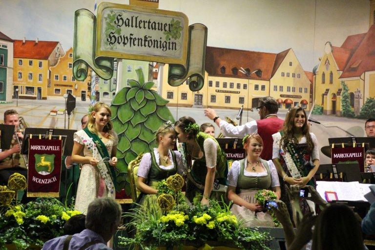 Grossansicht in neuem Fenster: Hallertauer Hopfenkönigin 2017/2018-3