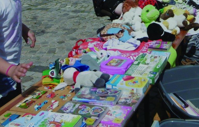 Grossansicht in neuem Fenster: Kinderflohmarkt