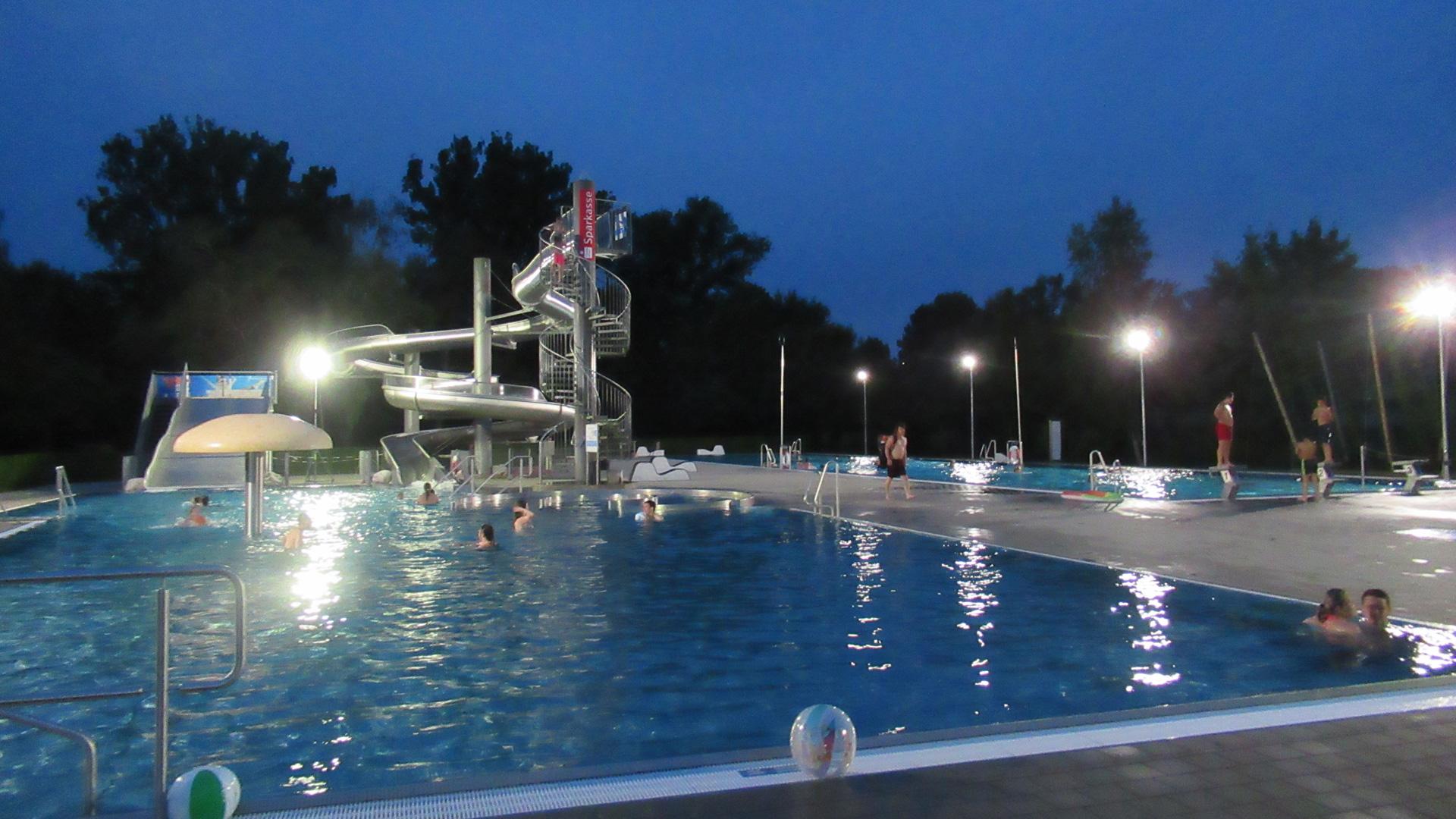 Schwimmbad-Zeit
